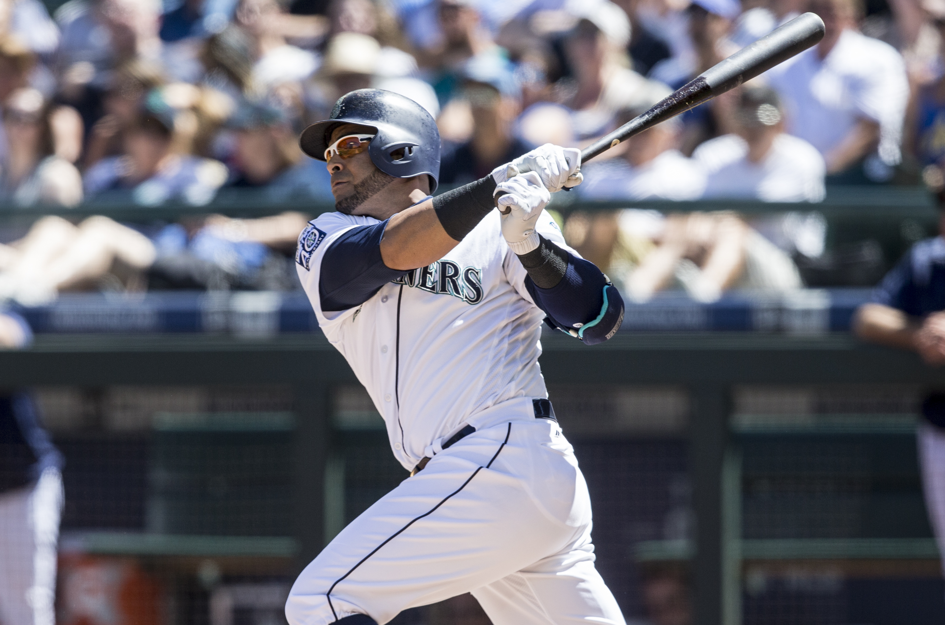 Cruz 2 HRs, Mariners Top Royals 8-7 To Open Doubleheader